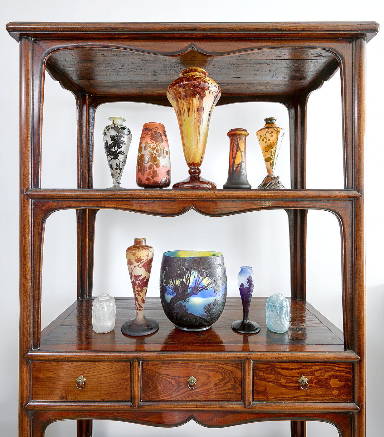 Antiquities_Shelving-Vases-Product-Photography
