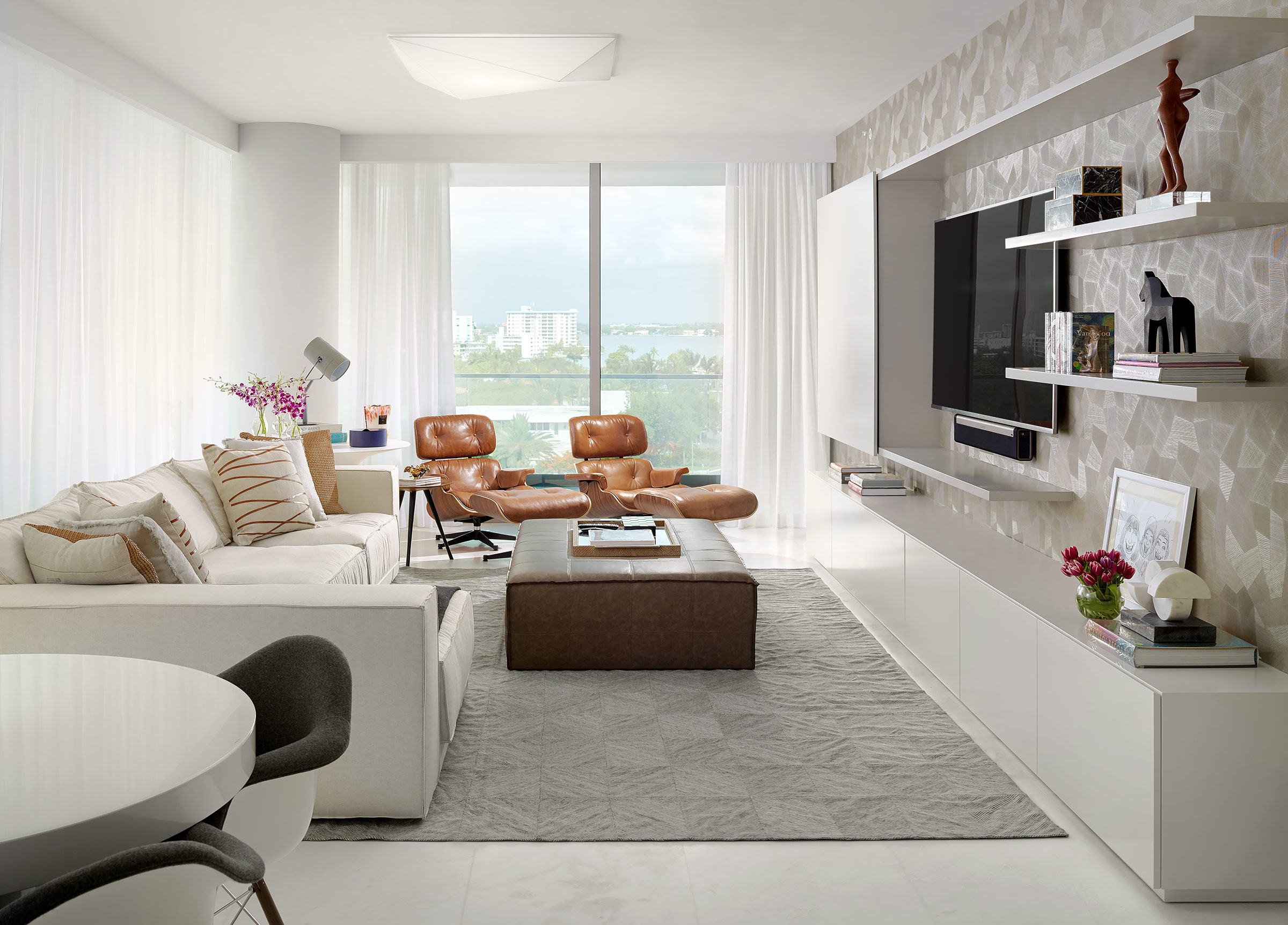 Bal-Harbour-Miami-Modern-Design-Family-Room