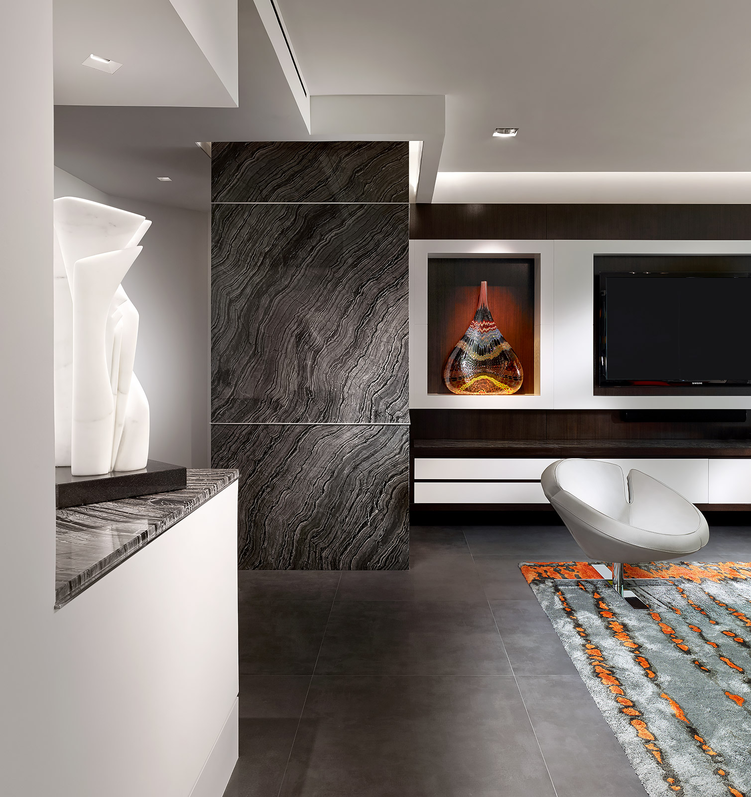 Contemporary-Interior-Design-Marble-Sculpture