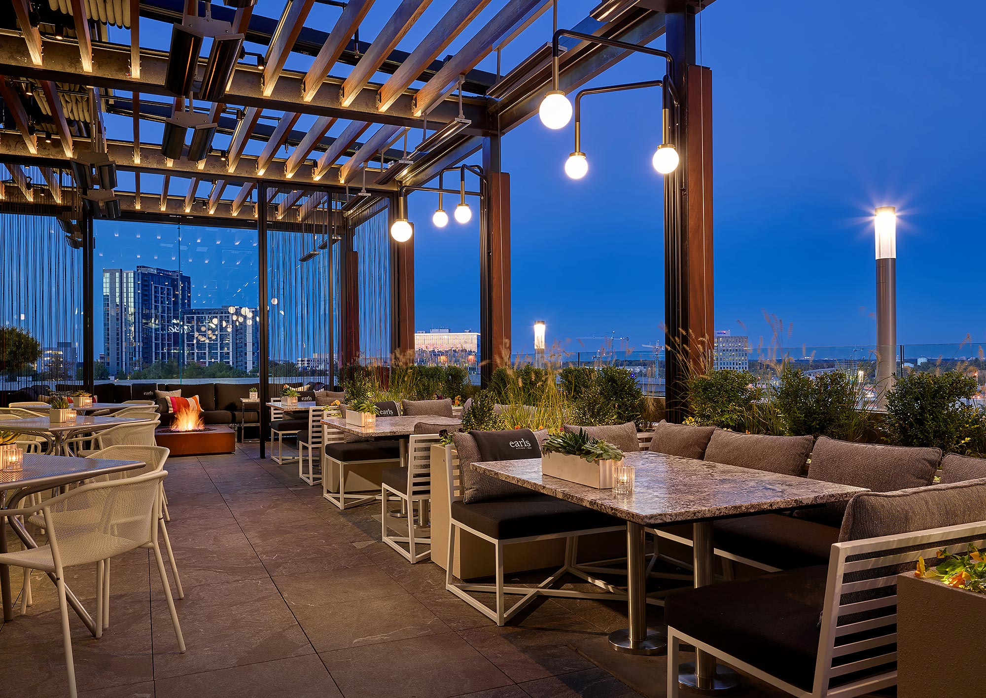 Earls-Washington-DC-Patio-Dining