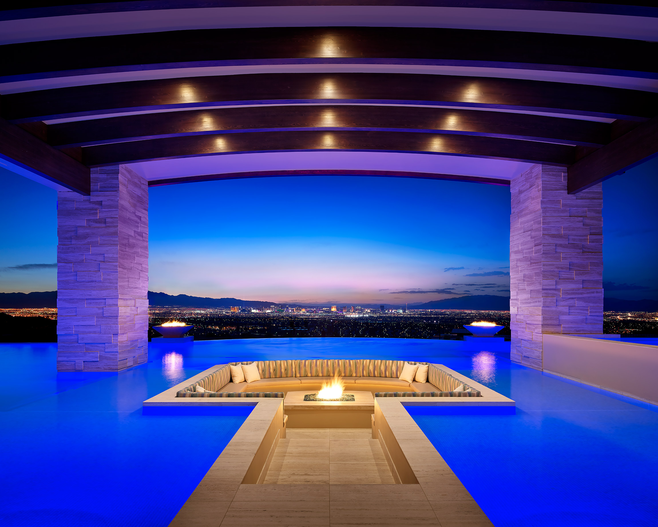 Las-Vegas-Luxury-Real-Estate-Pool-View