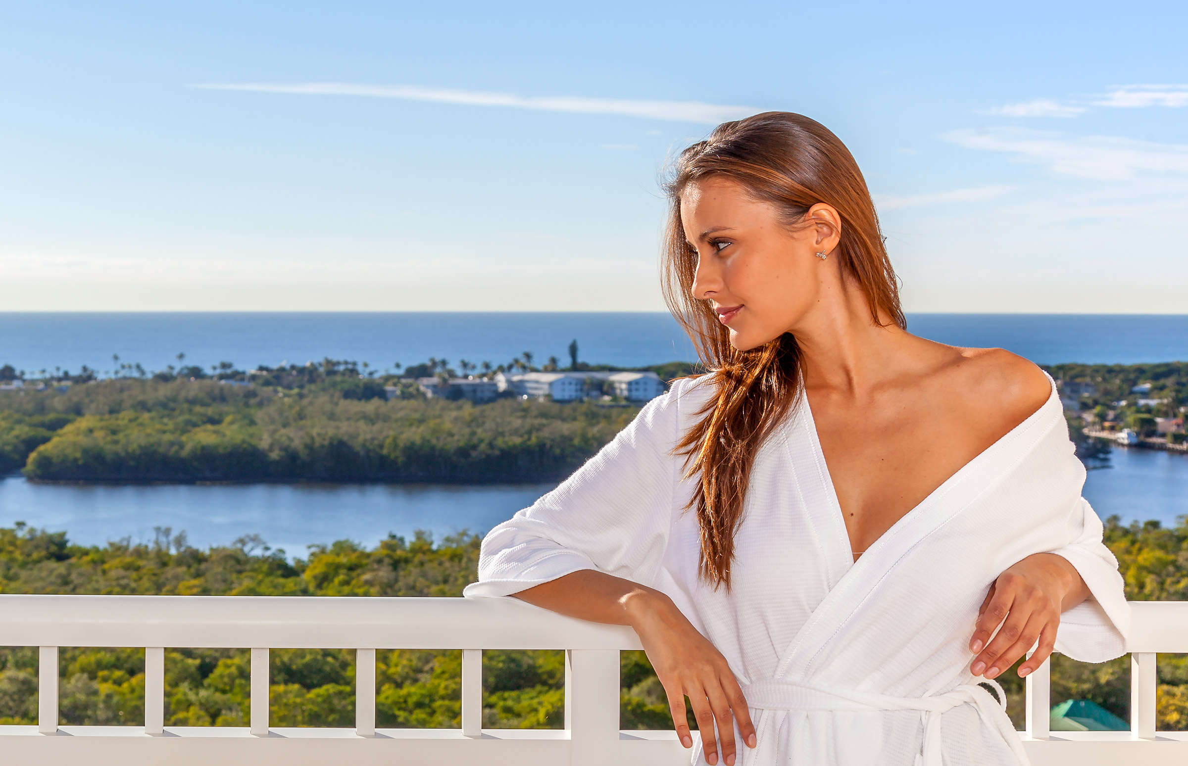 Lifestyle-Model-Terrace-Robe