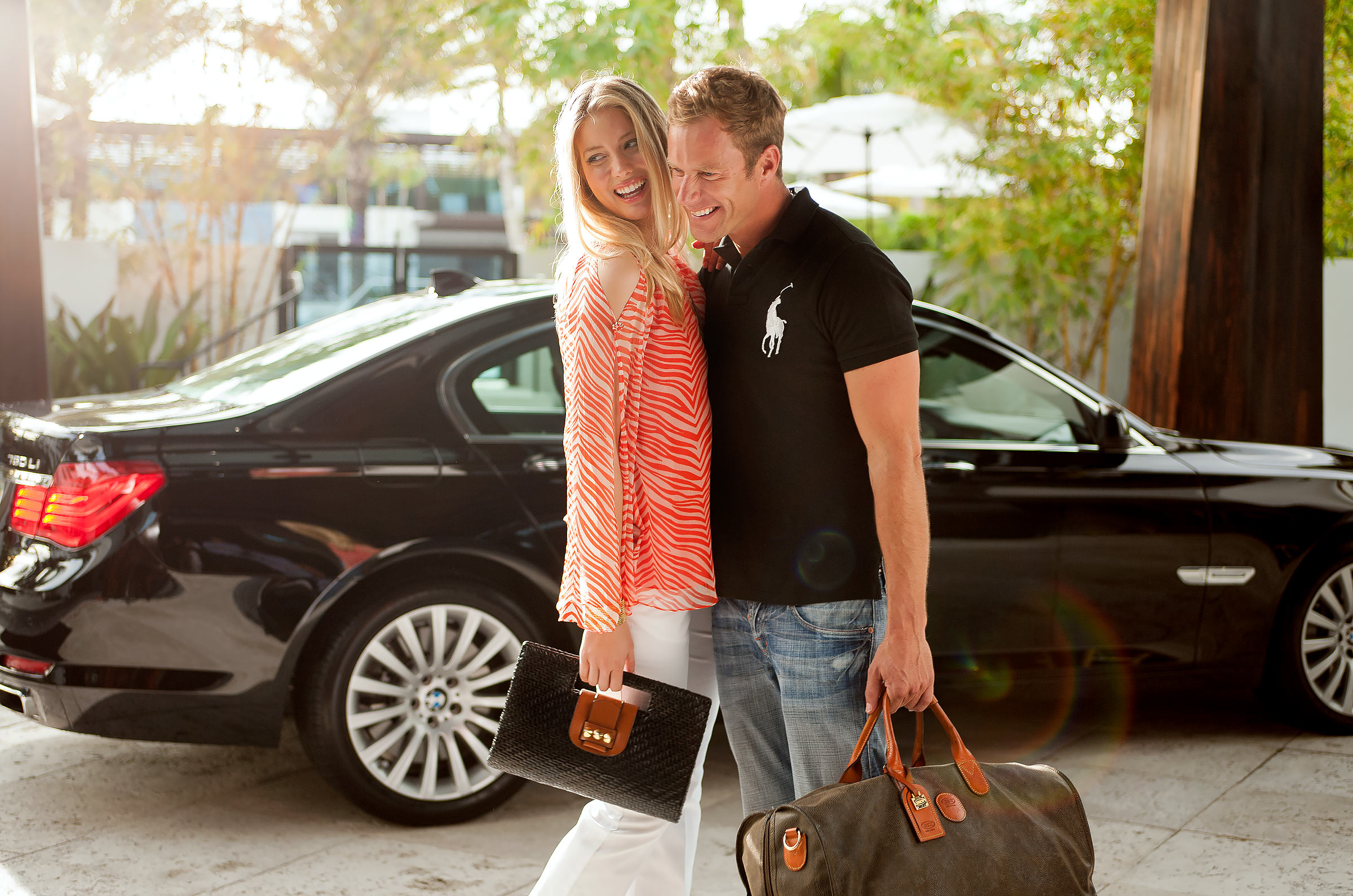 Lifestyle-Omphoy-Hotel-Couple-Arrival