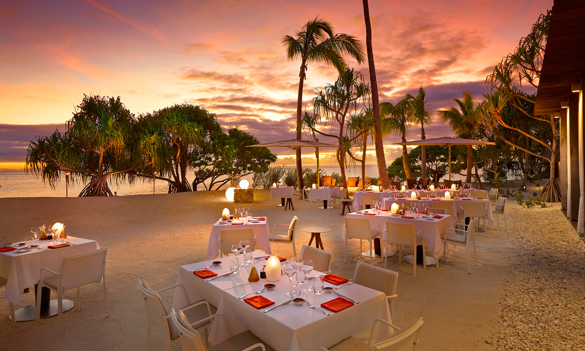 Luxury-Resort-Photography-Tahiti-Sunset-Dining