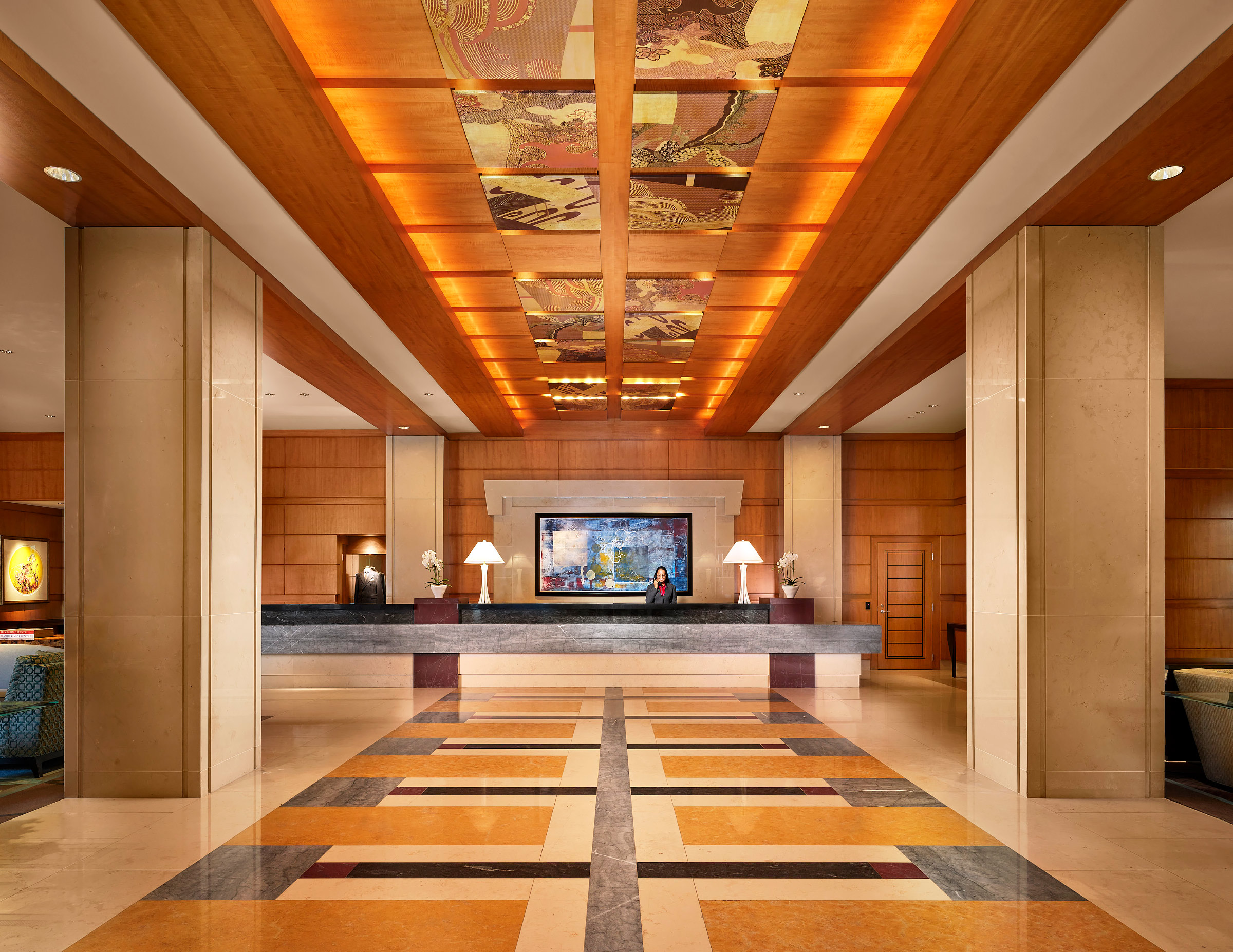 Mandarin-Oriental-Boston-Lobby-Concierge