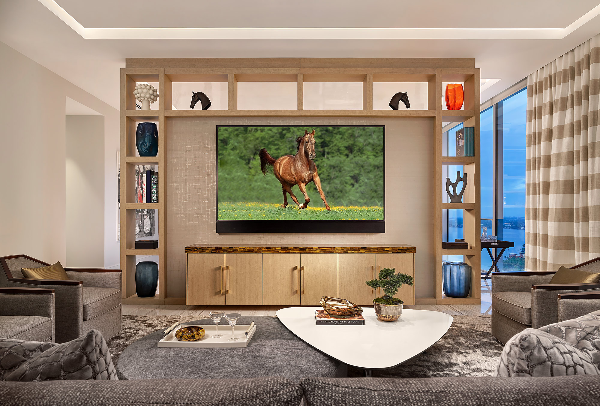 Modern-Family-Room-Horse-Gallop-Television-Florida-Design-Photographer