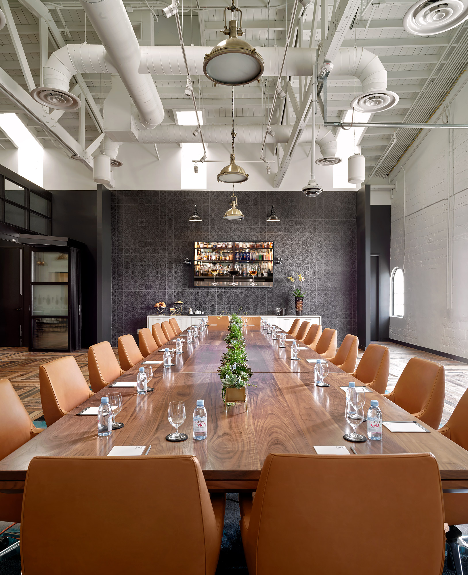 Southern-Glazers-Wine-Spirits-Conference-Tables