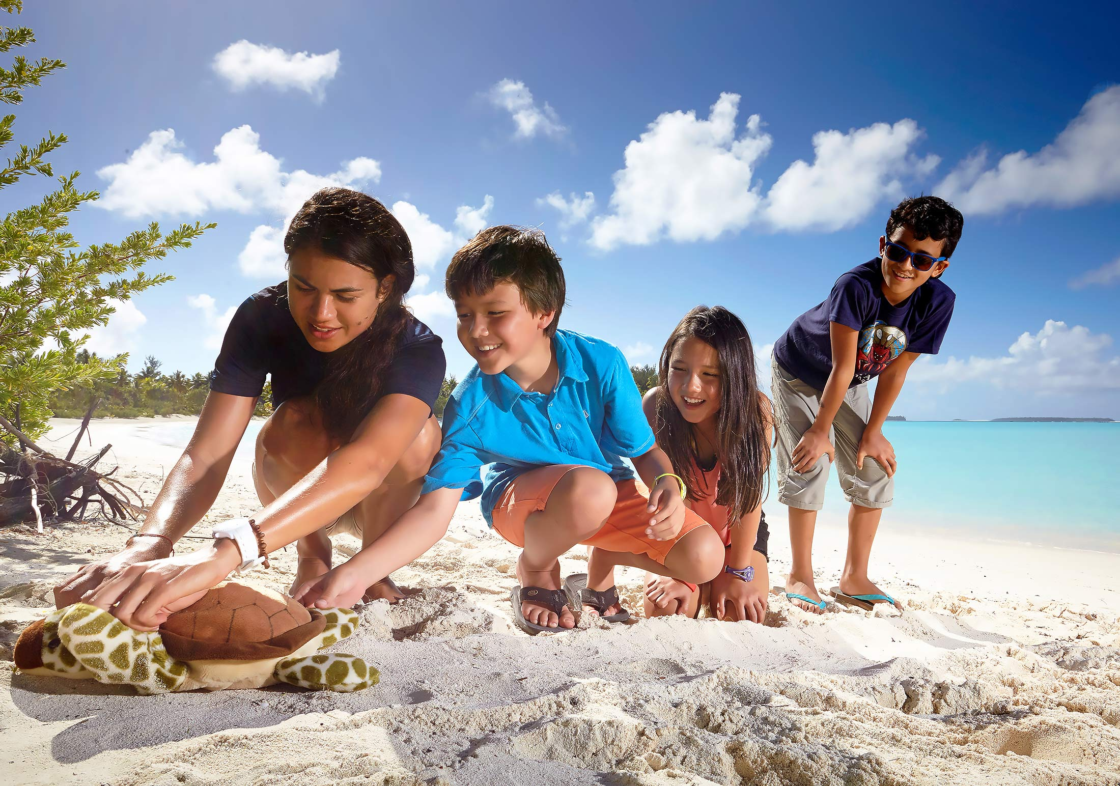 The-Brando-Resort-Lifestyle-Children-Turtle